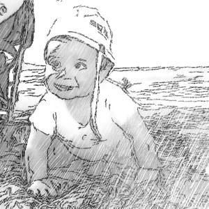 bebé gateando en la playa