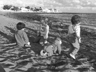 Niños jugando en la playa (Playa Honda - Lanzarote)